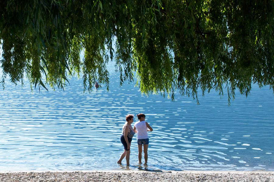 Frauen am Ufer